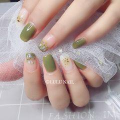 方圆形绿色白色渐变贝壳片金箔美甲图片