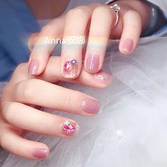 裸色方圆形贝壳片珍珠短指甲美甲图片