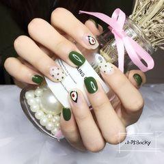 方圆形绿色白色手绘水果牛油果夏天波点美甲图片