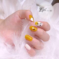 黄色方圆形夏天短指甲手绘白色简笔画美甲图片