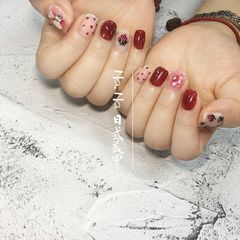 红色方圆形波点夏天手绘水果草莓白色美甲图片