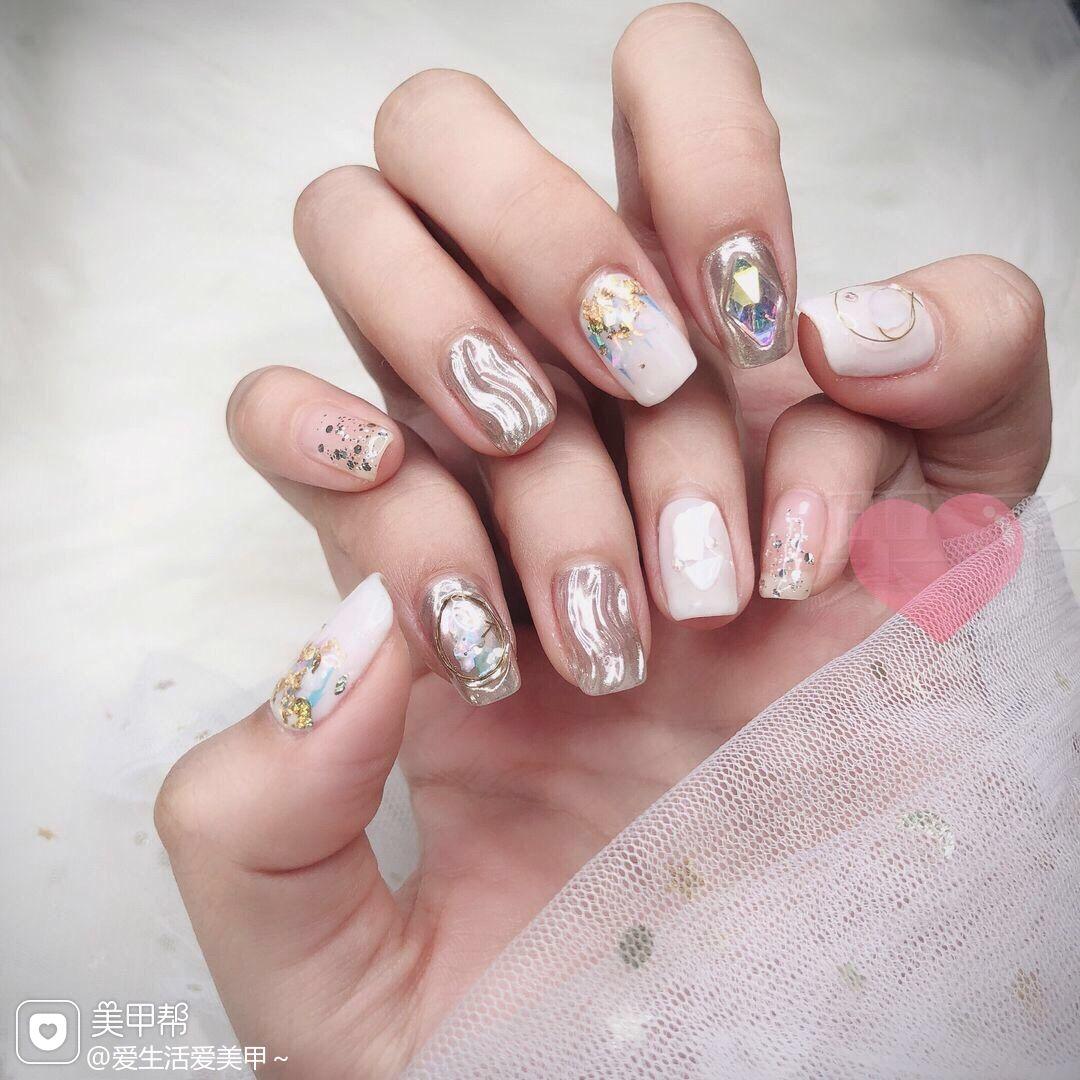 银色方形金箔贝壳片水波纹渐变白色显白钻魔镜粉美甲图片
