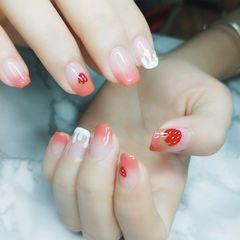 方圆形粉色红色白色渐变水果草莓夏天美甲图片