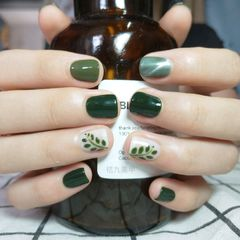 绿色方圆形夏天跳色短指甲简约🌿🌿🌿美甲图片