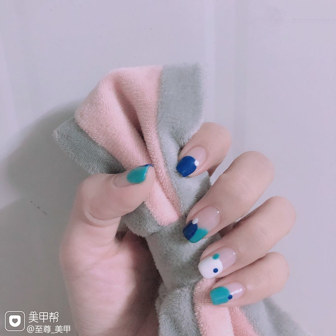 蓝色绿色方圆形夏天简约手绘少女日式美甲图片