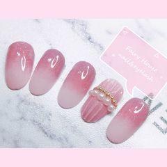 简约渐变水波纹铆钉粉色珍珠圆形美甲图片