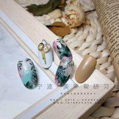 绿色裸色圆形夏天短指甲花朵手绘金属饰品美甲图片