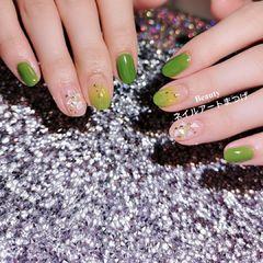圆形绿色渐变贝壳片美甲图片