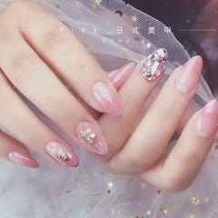 尖形简约新娘粉色钻美甲图片