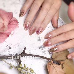 圆形粉色晕染金箔干花日式美甲图片