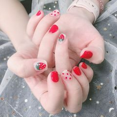 红色方圆形波点手绘日式水果草莓短指甲美甲图片