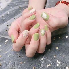 绿色方圆形日式白色手绘花朵波点美甲图片