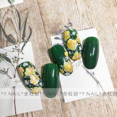 绿色圆形夏天黄色手绘花朵日式设计灵感来自妈妈的碎花裙 感觉小碎花可以是永恒的设计话题 一个不受季节和年龄限制的设计 *余旺财美甲设计*美甲图片