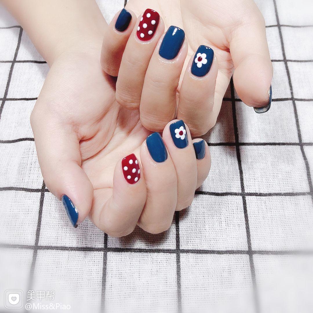方圆形红色蓝色波点手绘花朵美甲图片