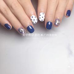 蓝色方形夏天波点短指甲上班族简约美甲图片