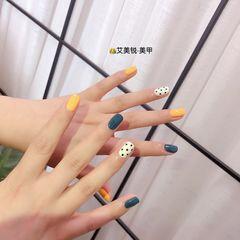 黄色蓝色方圆形短指甲跳色波点美甲图片