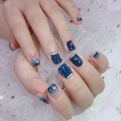 蓝色方形星月贝壳甲美甲图片