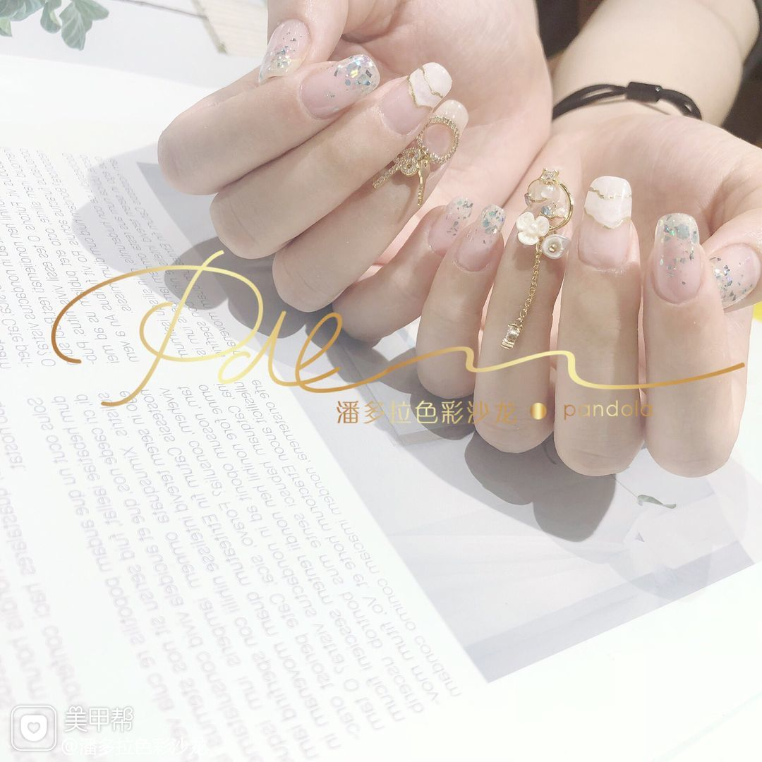 方形夏天渐变钻白色金属饰品日式手绘美甲图片
