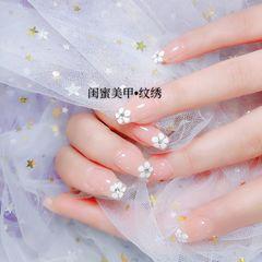 裸色花朵方圆形简约上班族新娘美甲图片