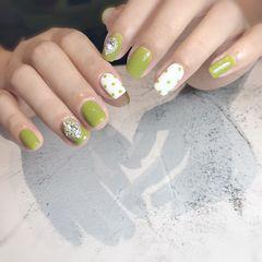 绿色方圆形夏天波点跳色白色钻美甲图片
