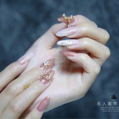 尖形粉色金属饰品日式新娘美甲图片