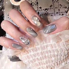 方圆形灰色钻贝壳片猫眼美甲图片