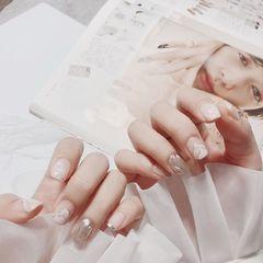 方圆形白色银色手绘水波纹夏天美甲图片