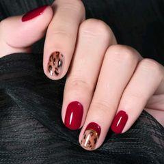圆形红色棕色手绘豹纹美甲图片