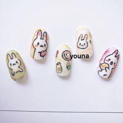 彩色圆形卡通可爱日式磨砂手绘兔子美甲图片