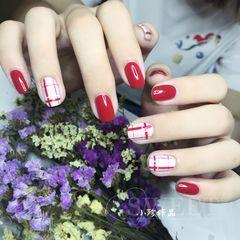 红色方圆形上班族白色线条美甲图片