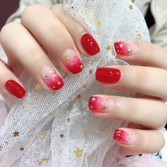 红色方圆形短指甲星月美甲图片