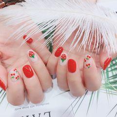 圆形红色白色手绘樱桃水果草莓美甲图片