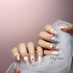 圆形蓝色白色手绘彩虹夏天可爱美甲图片
