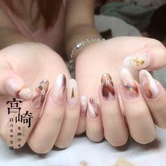 裸色尖形晕染花朵棕色手绘日式我知道你一定喜欢!关注我,还有很多美图!美甲图片
