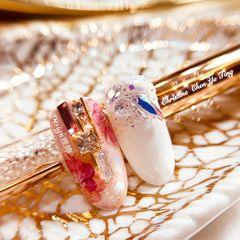 橙色裸色圆形新娘花朵金箔金色白色珍珠手绘⚜New️🌸典雅高贵新娘定制款🌺🎐💍Swarovski排钻饰品设计应用💎✨手绘缤纷花卉 #ㄧ眼就爱上色系💐 Design:ya ting美甲图片