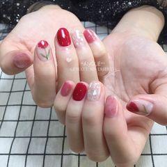 红色圆形花朵贝壳片晕染新娘手绘美甲图片
