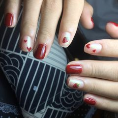 红色方圆形简约上班族手绘草莓心形美甲图片