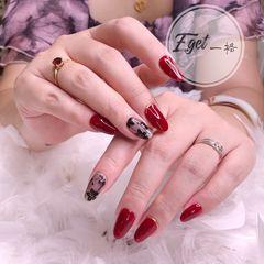 红色尖形新娘花朵手绘黑色美甲图片