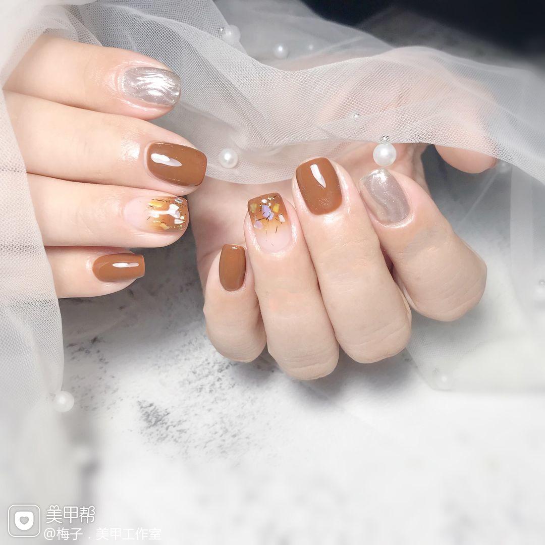 方圆形秋天跳色贝壳片渐变金箔水波纹焦糖色美甲图片