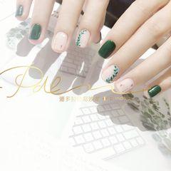 绿色方形短指甲手绘美甲图片
