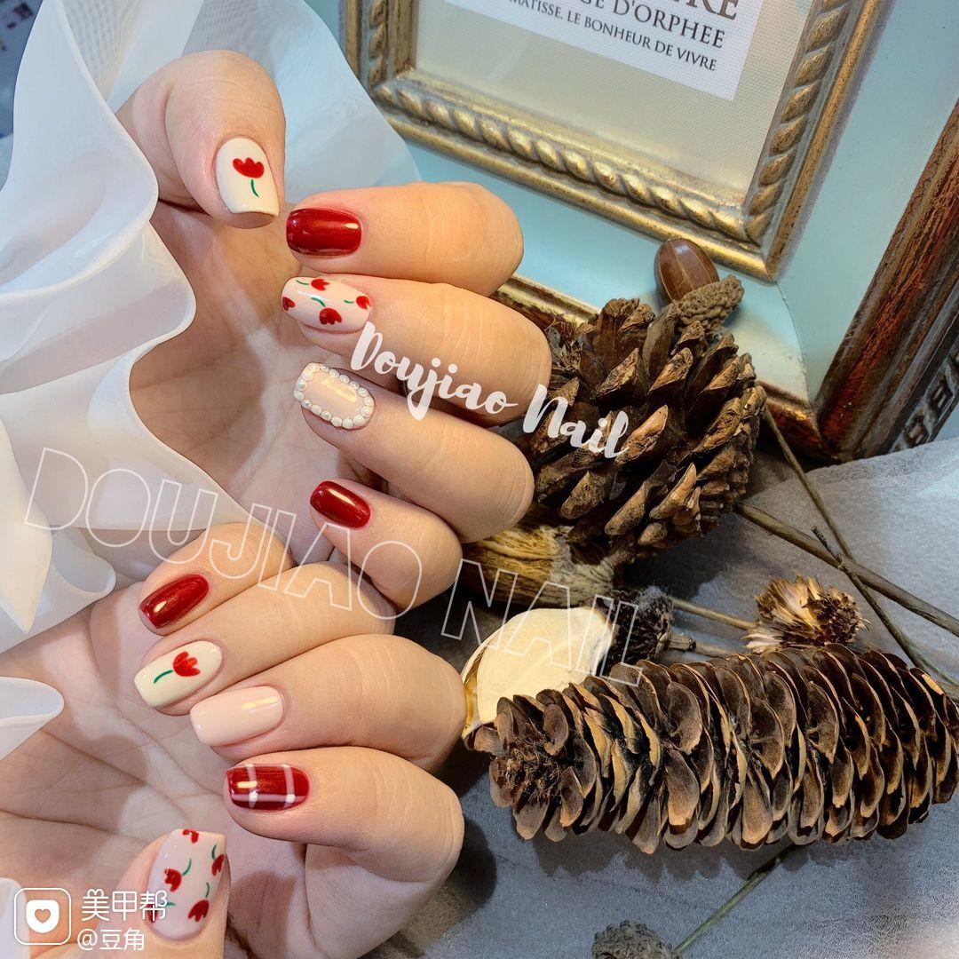 红色方圆形秋天上班族短指甲波点花朵简约白色可爱手绘日式珍珠美甲图片