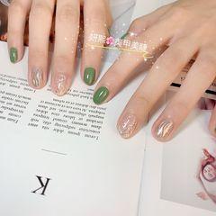 绿色银色圆形跳色墨镜粉显白清新闪粉水波纹美甲图片