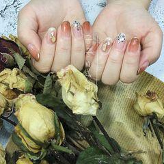 圆形秋天简约贝壳片渐变日式仙女亮片豆沙美甲图片