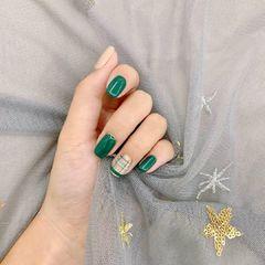 绿色简约奶茶色线条美甲图片