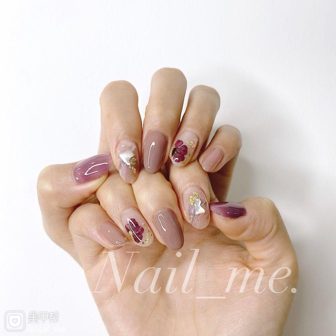 圆形贝壳片晕染秋天紫色干花美甲图片