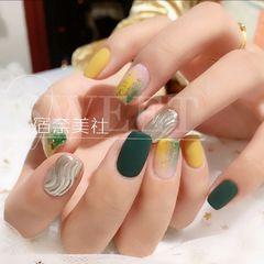 绿色方圆形金箔水波纹美甲图片