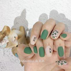 绿色磨砂豹纹方圆形手绘美甲图片