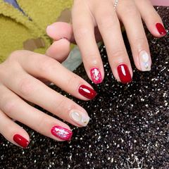 红色方圆形贝壳片金箔白色美甲图片