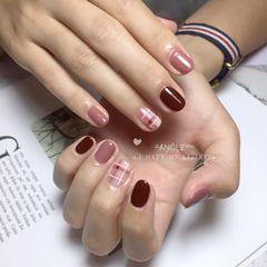 红色圆形格纹豆沙色美甲图片