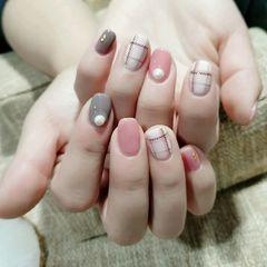 裸色方形短指甲格纹美甲图片